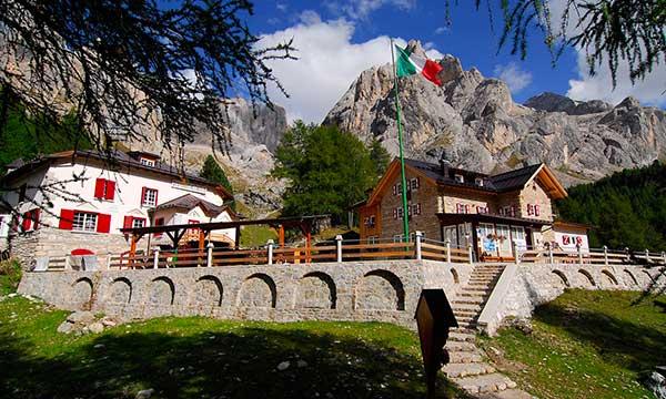 Il Rifugio Contrin in Val di Fassa