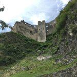 parte di castello fotografata dal basso