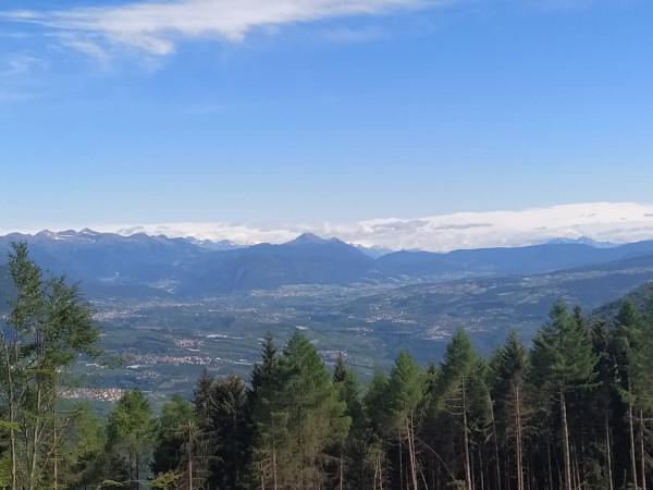 vista dall'alto di paesaggio di montagna