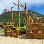 parco giochi trentino con grande barca
