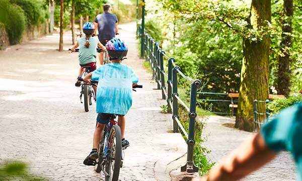 bambini in bicletta a merano