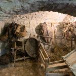 interno in pietra di una stalla