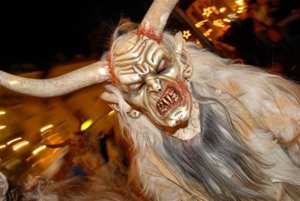 maschera da diavolo con lunghe corna