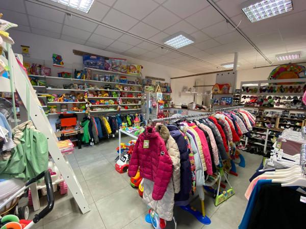 negozio di abiti usati per bambini