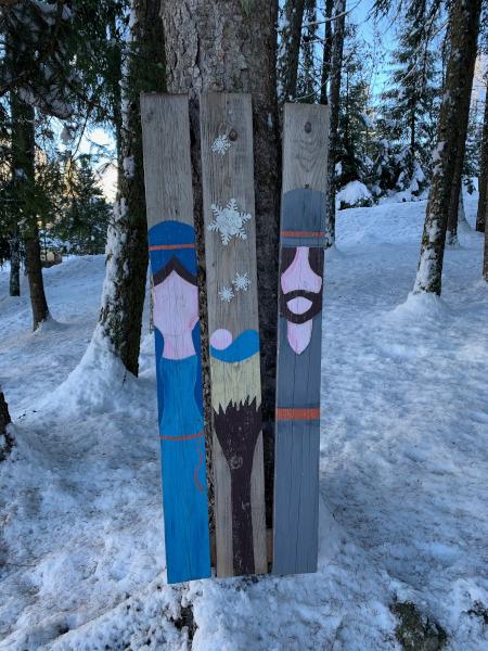 assi di legno con dipinto della Natività