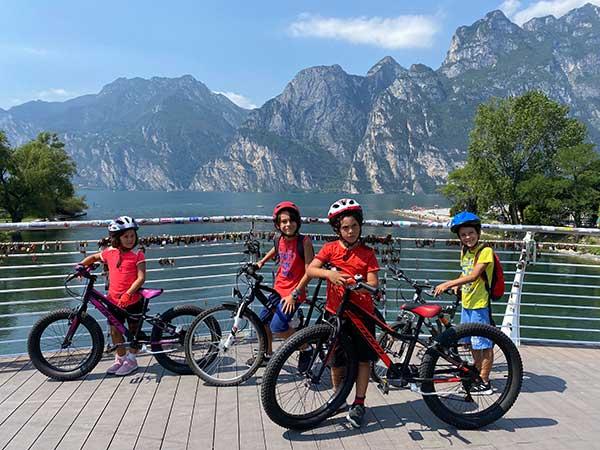 Pista ciclabile Valle dei Laghi con i bambini Arco Riva del Garda