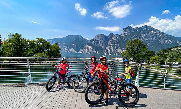 bambini in bici in Trentino