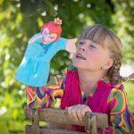 bambina con marionetta