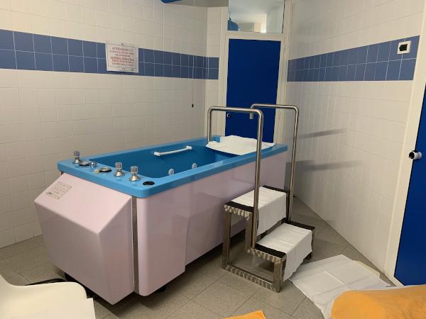 vasca idromassaggio per bagni termali
