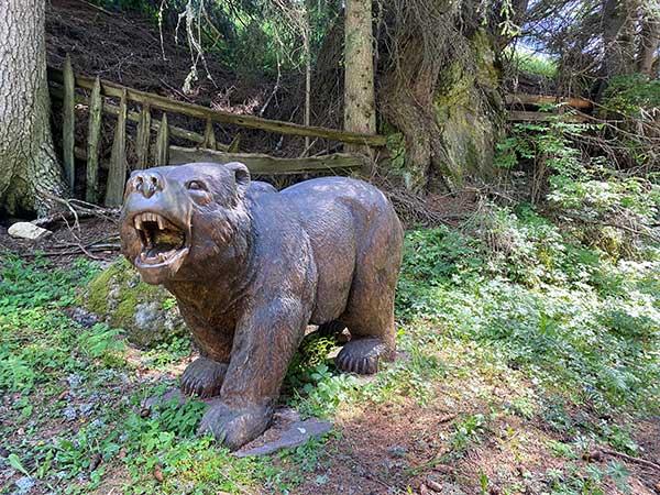 orso intagliato nel legno