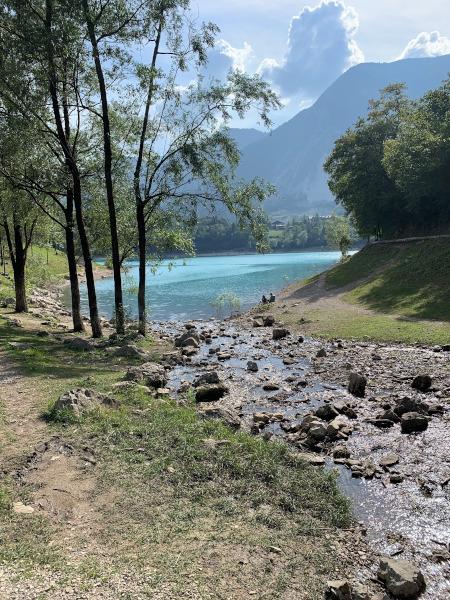torrente che arriva nel lago